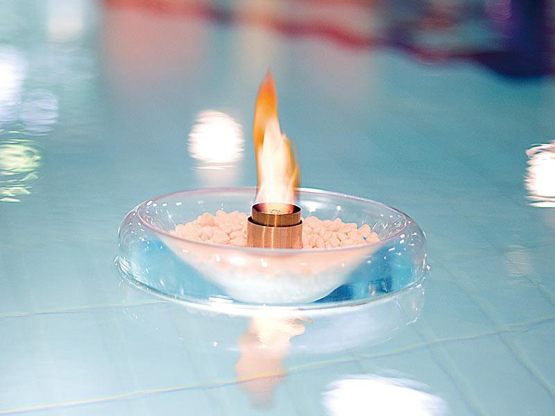 carlo milano schwimmende feuerschale schwimmendes glas dekofeuer f r bio ethanol teich. Black Bedroom Furniture Sets. Home Design Ideas