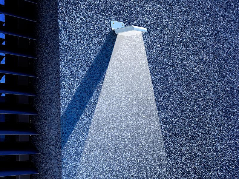 luminea edelstahl led solar wandleuchte licht bewegungssensor 48 lm 0 5w. Black Bedroom Furniture Sets. Home Design Ideas