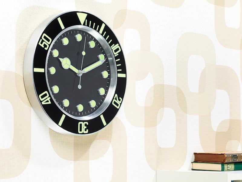 st leonhard wanduhr leuchtend sportliche funk wanduhr im retro design nachleuchtend k chenuhren. Black Bedroom Furniture Sets. Home Design Ideas