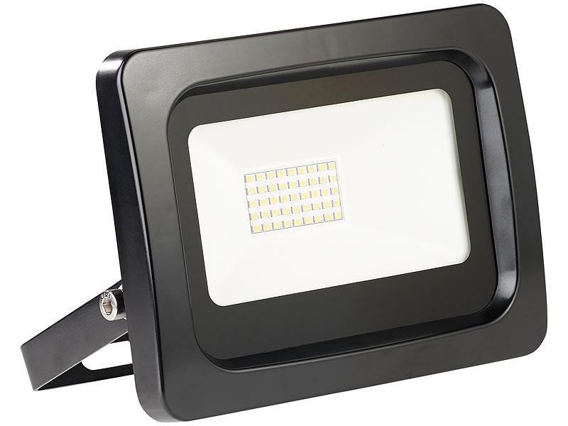 luminea wetterfester led fluter im metallgeh use 30w ip65 warmwei. Black Bedroom Furniture Sets. Home Design Ideas