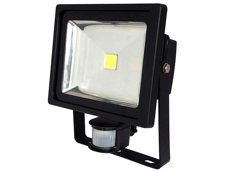 luminea strahler mit led lampen cob led fluter 30 w mit pir sensor 6500 k ip44 schwarz. Black Bedroom Furniture Sets. Home Design Ideas