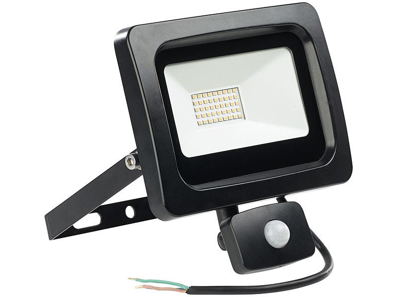 luminea baustrahler wandlampe led fluter mit pir sensor 30 watt lumen warmwei ip44. Black Bedroom Furniture Sets. Home Design Ideas