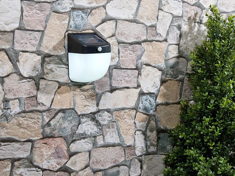 lunartec licht ohne strom led solar wandleuchte mit pir bewegungsmelder 30 lumen 1 watt ip44. Black Bedroom Furniture Sets. Home Design Ideas