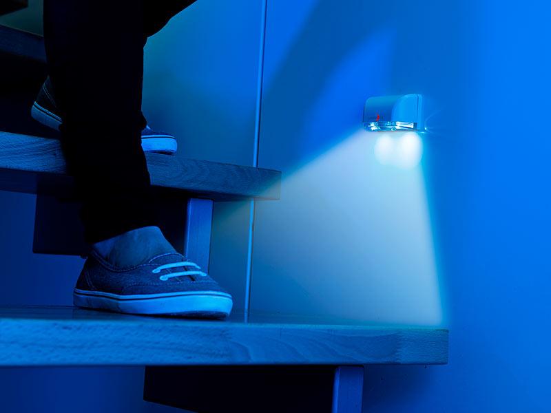 lunartec treppen beleuchtung mini led treppenleuchte nachtlicht pir bewegungssensor 5 lm 0. Black Bedroom Furniture Sets. Home Design Ideas