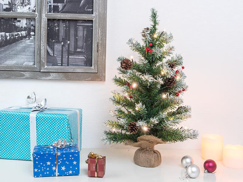 britesta weihnachtsbaum klein deko weihnachtsbaum mit 30 leds pinienzapfen und eibenbeeren 60. Black Bedroom Furniture Sets. Home Design Ideas
