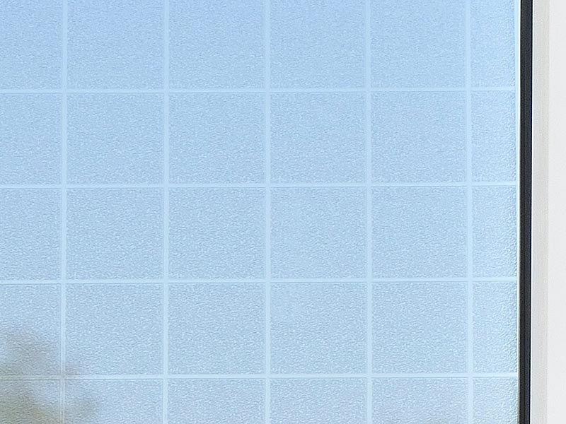 infactory schutzfolie sichtschutz folie karo statisch haftend 40x200 cm fensterfolie. Black Bedroom Furniture Sets. Home Design Ideas