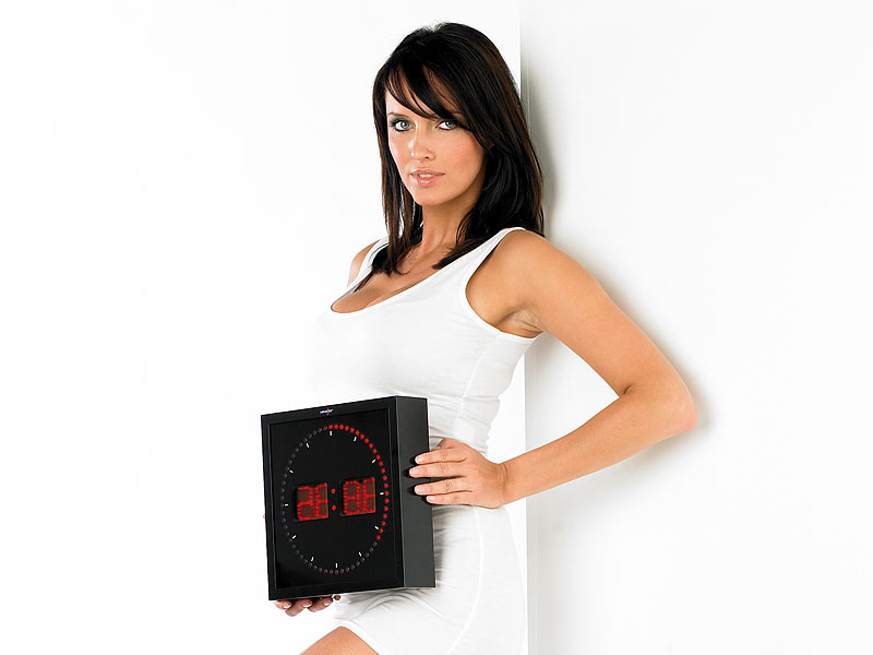 lunartec led wanduhr mit sekunden lauflicht durch rote leds. Black Bedroom Furniture Sets. Home Design Ideas