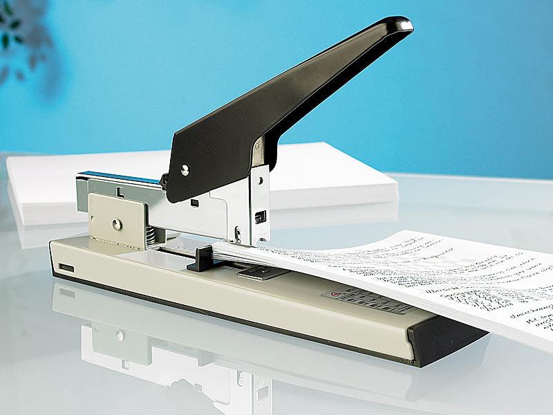 Büroheftgerät aus Metall und Kunststoff für 20 Blatt schwarz//silbern