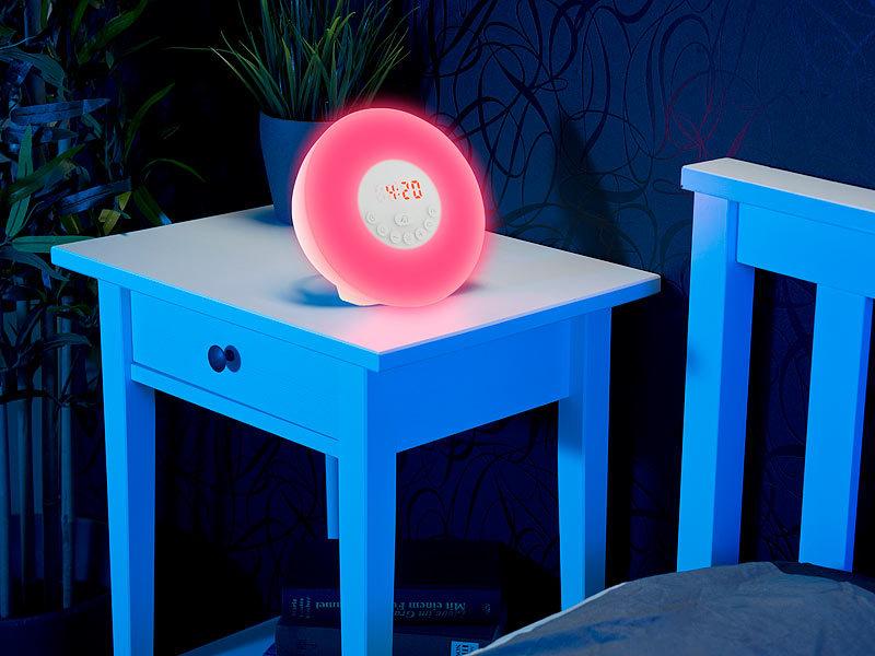 auvisio lichtwecker wake up led radiowecker mit bluetooth sonnenaufgangs simulation wecker. Black Bedroom Furniture Sets. Home Design Ideas