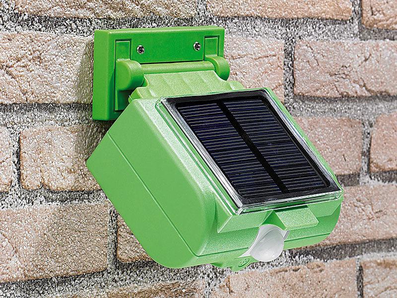 solarbetriebener tierschreck mit erdspie und wandhalter. Black Bedroom Furniture Sets. Home Design Ideas